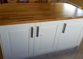 5 Piece Raised Panel Ivory with Solid Oak Worktop