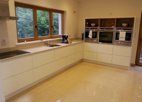 Handleless Cream Gloss with Quartz Top