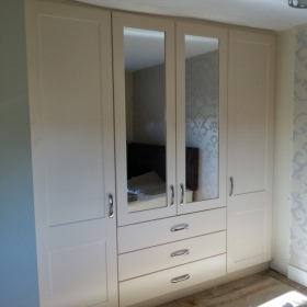 Ivory Shaker with Drawers and Mirror