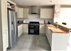 Madison Painted Ivory with Solid Oak Worktops