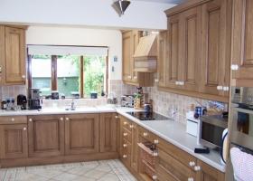 Rustic Oak with Sand Grain Worktop Kitchen